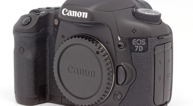 Canon EOS 7D 10CC BY-SA 3.0 Coyau - Own Work