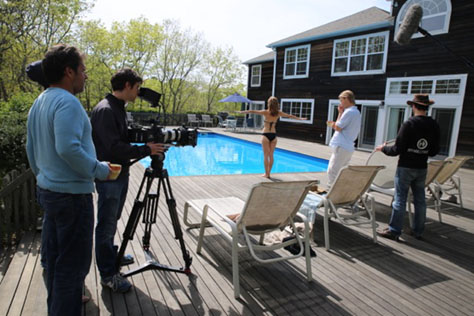 4-Nights-In-The-Hamptons-production-still-8-474px